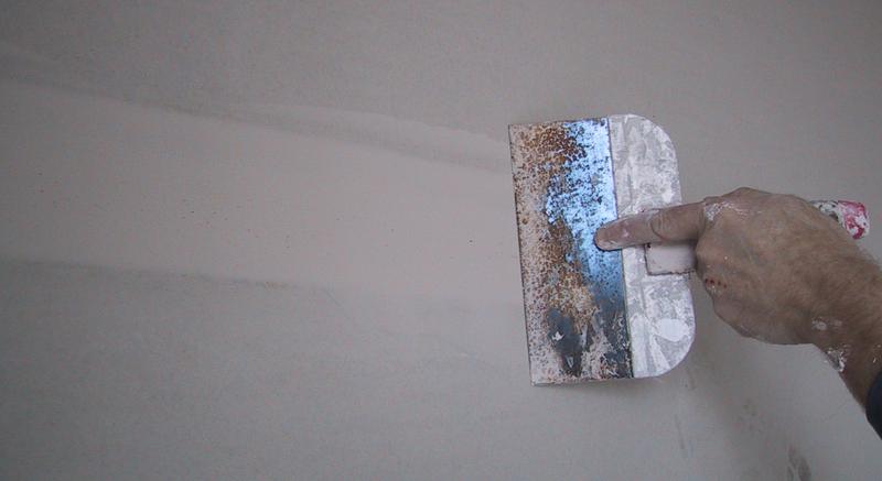 как выровнять стену шпаклевкой
