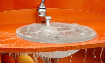 Как прочистить раковину в ванной или на кухне