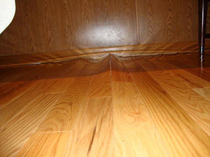 Как укладывать ламинат на деревянный пол