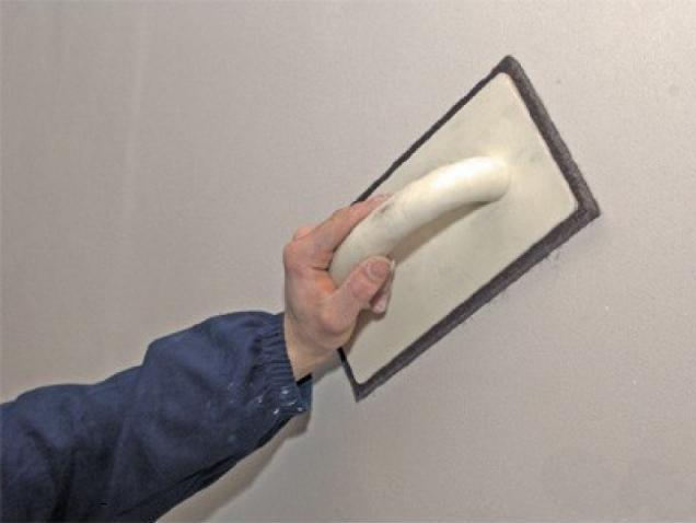 как наклеить обои на стену