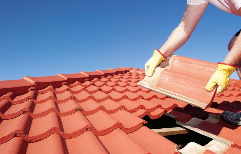 чем крыть крышу дома