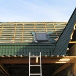 Каким должен быть угол наклона крыши из металлочерепицы