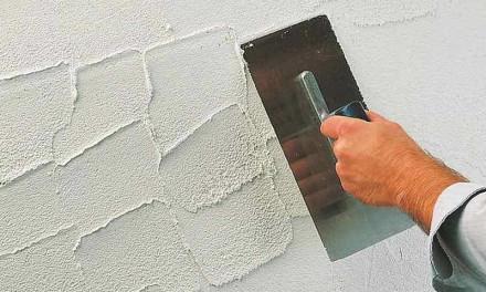 Как наносить декоративную шпаклевку на стены своими руками