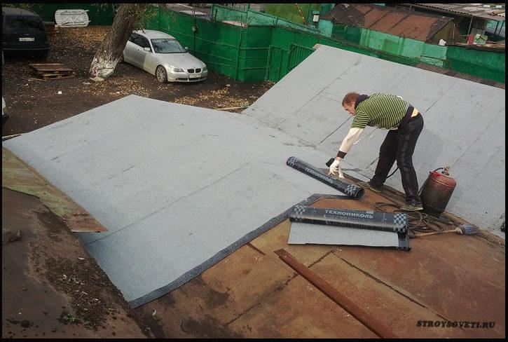 как положить рубероид на крышу гаража