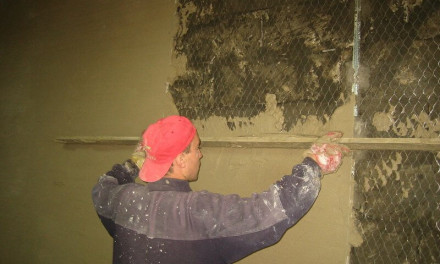 Штукатурим цементно-песчаным раствором стены своими руками